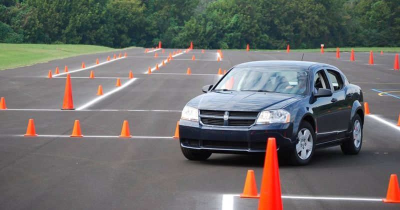 Вождение автомобиля на площадке
