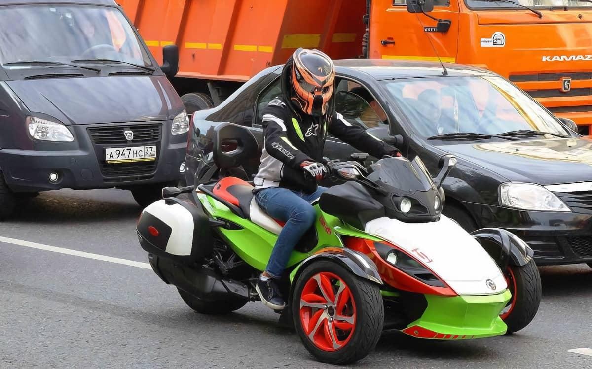 Водитель трицикла