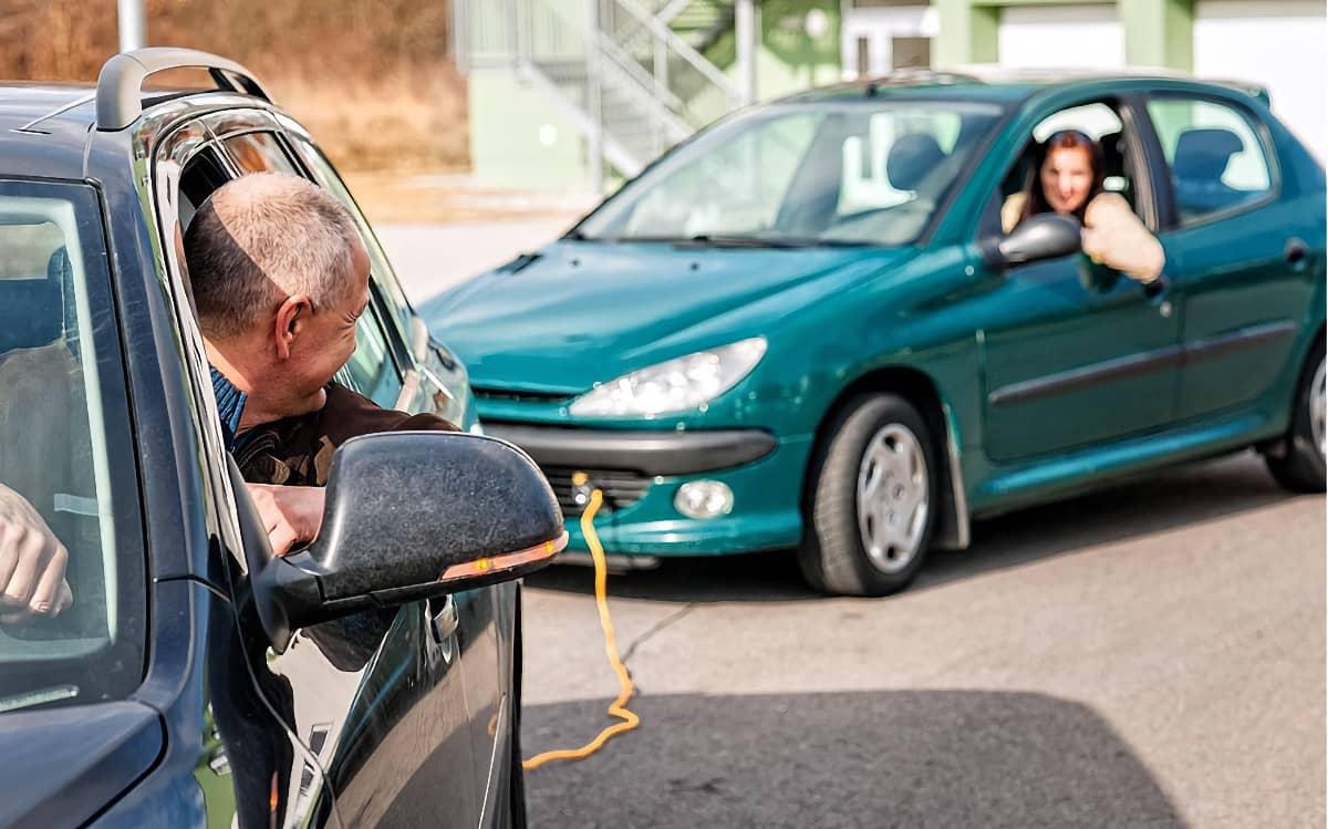 Запуск двигателя автомобиля с буксира