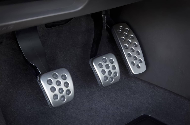 Расположение педалей на авто с механической коробкой передач